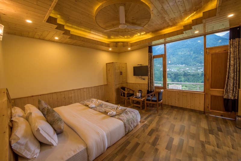 Hotel Snow Villa Manali Hotel Having Luxury Class Bedroom
